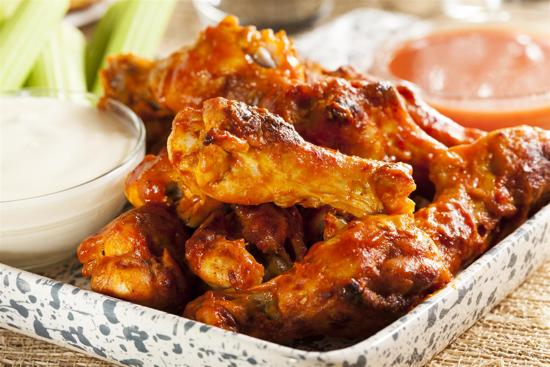 wings with celery and dipping sauce
