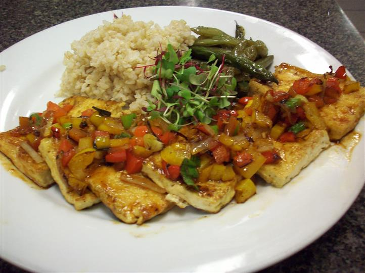 fish with rice, greenbeans and salsa