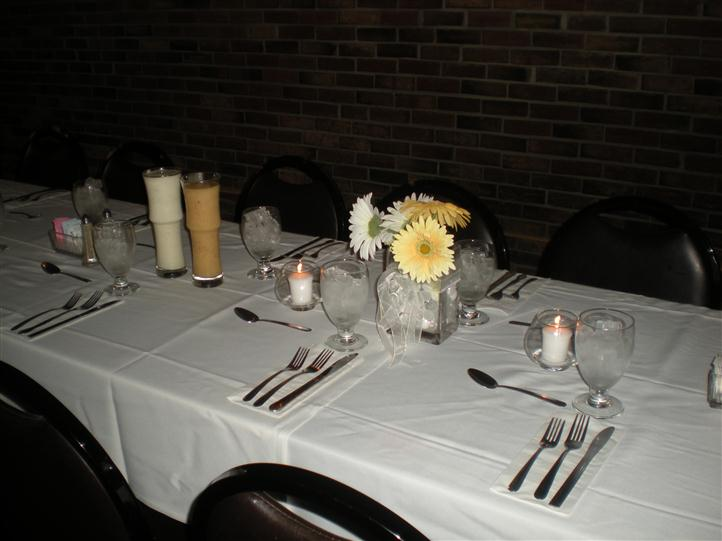 Table setup in a uniform manner for a party