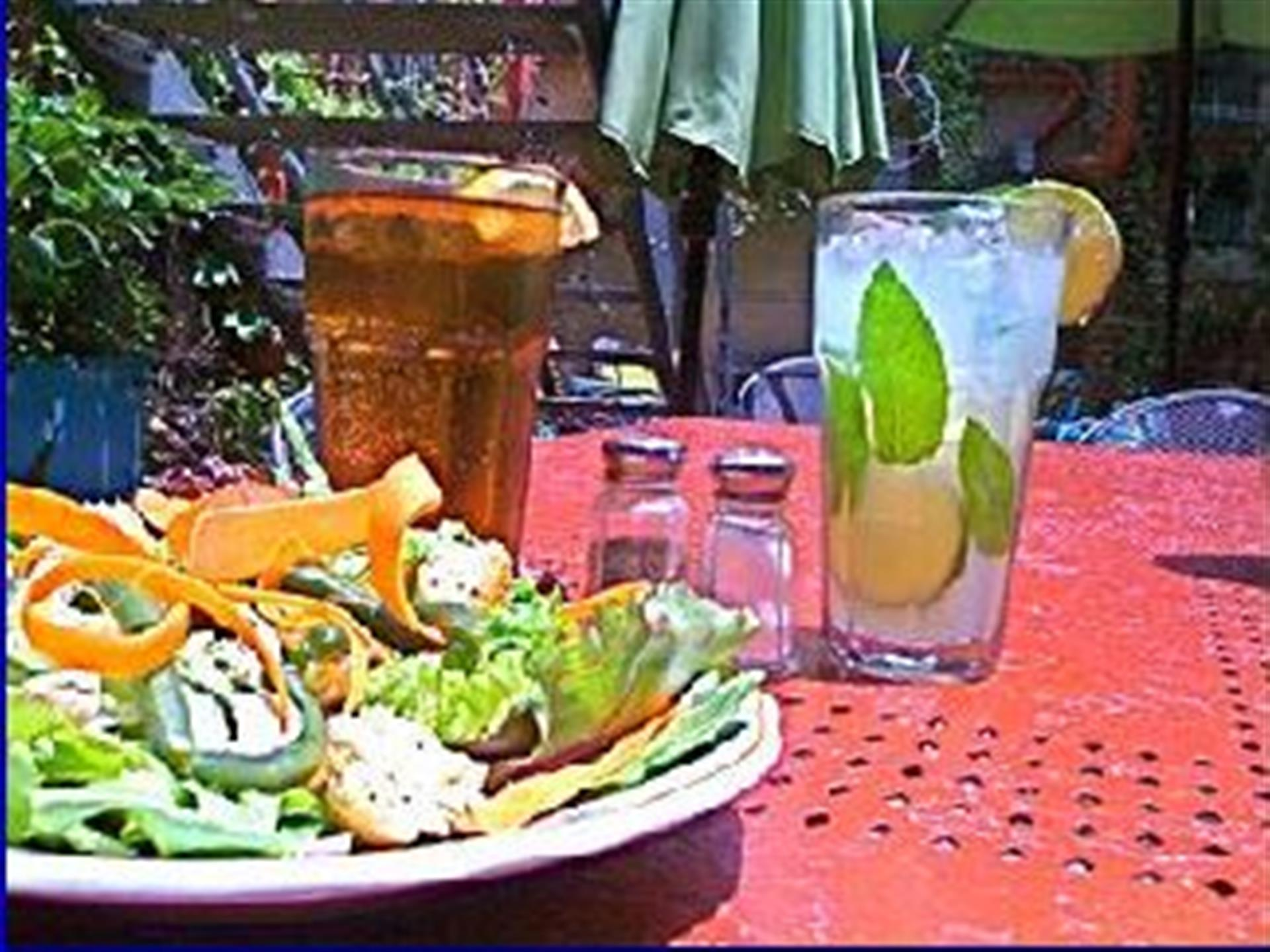 salad with two drinks in glasses
