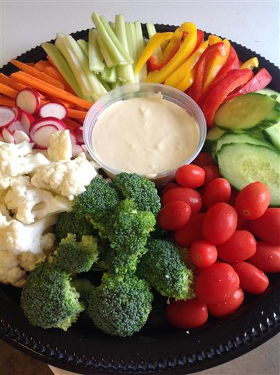 veggie tray with dipping sauce