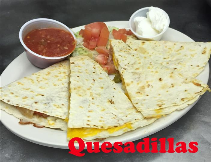 Quesadilla with lettuce and tomatoes