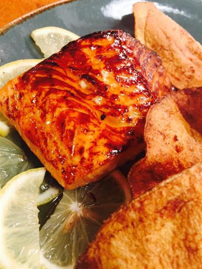 Salmon over lemon with side of chips