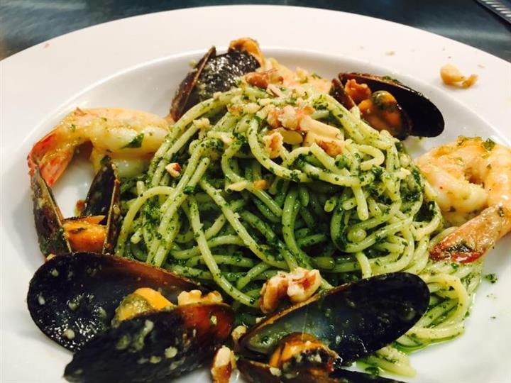 spaghetti with mussels and shrimp in a pesto sauce