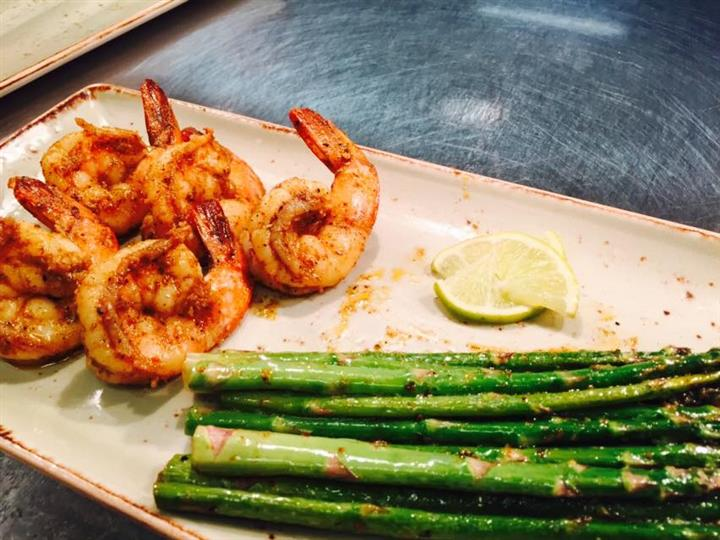 Shrimp with asparagus and lemon