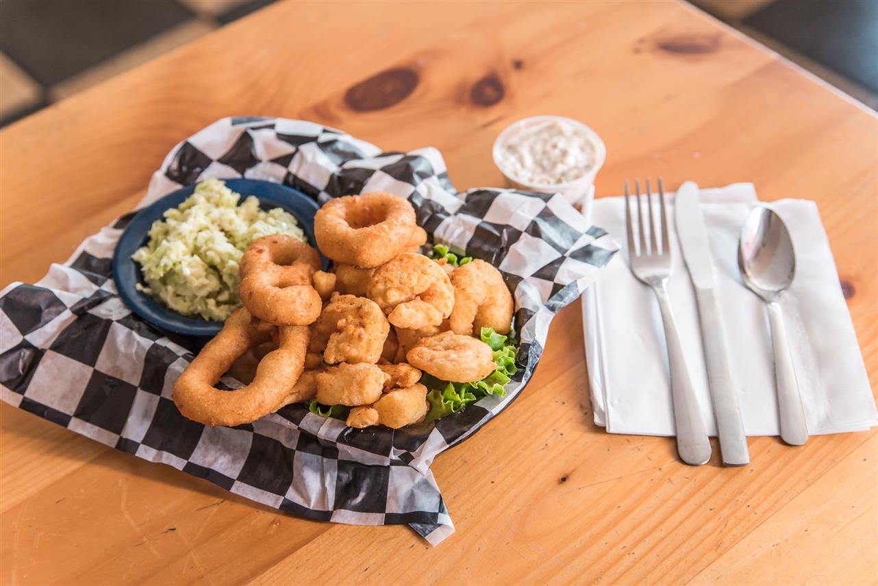 Low Country Fried Shrimp Basket (15 delicious shrimp served with one side)