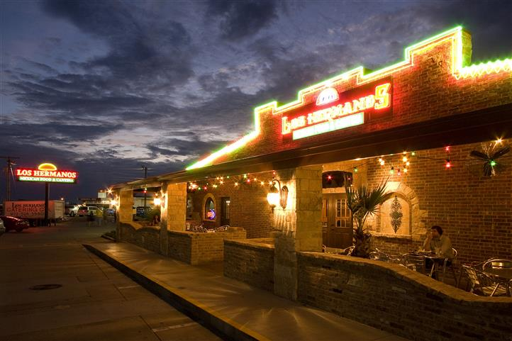 The outside of La Pradera at night
