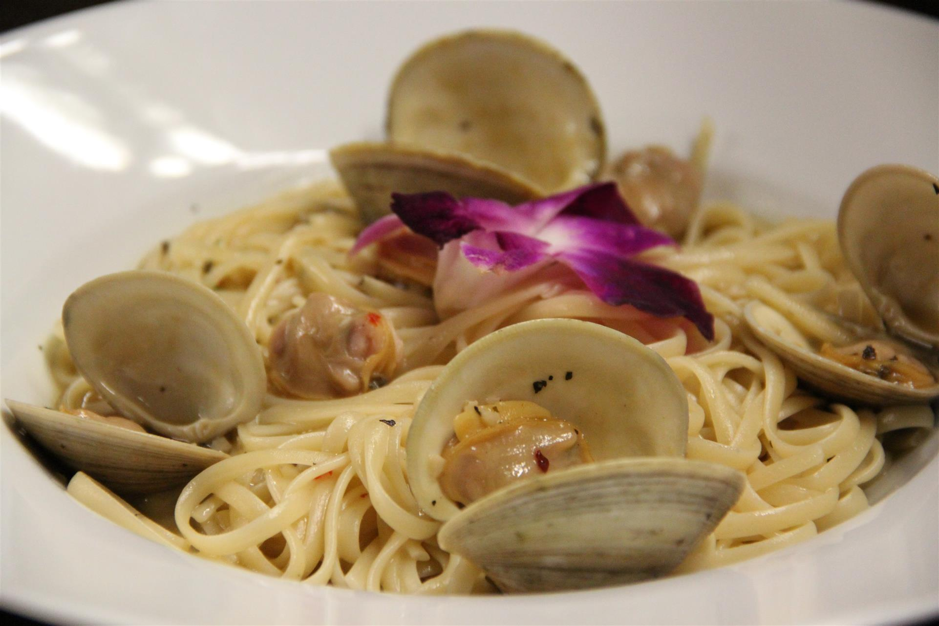 pasta with cooked clams and sauce
