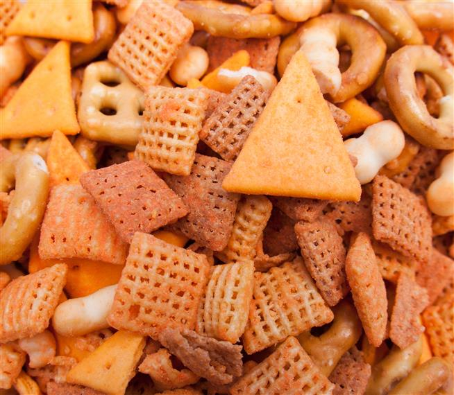 cheese and pretzel snack mix
