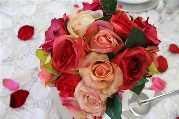 pink and red rose arrangement