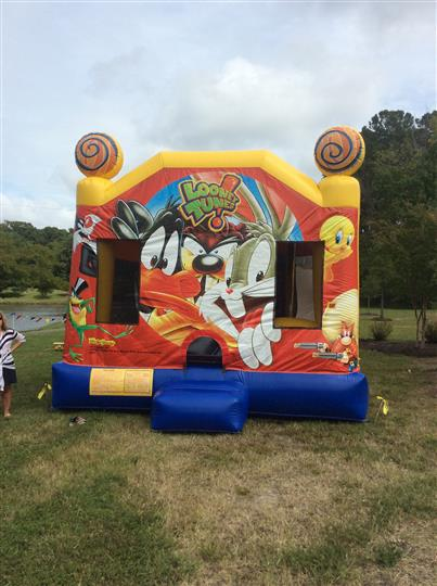 a looney tunes bounce house