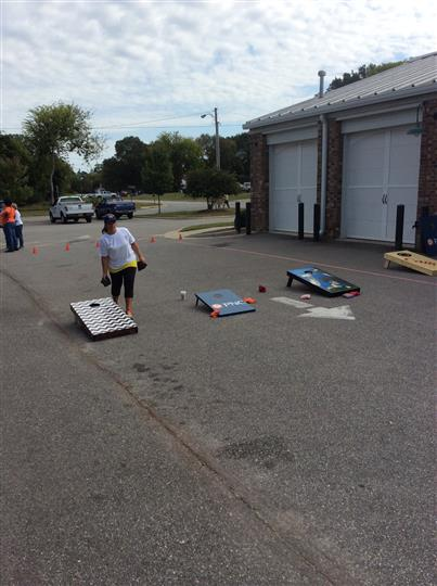 customers playing cornhole