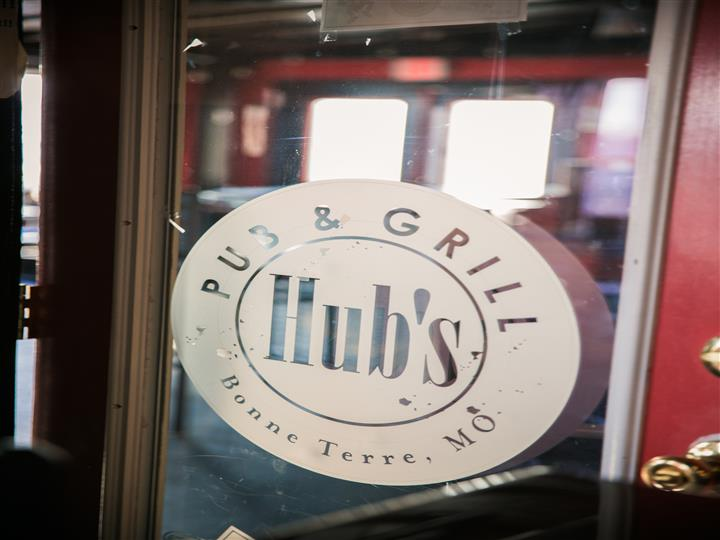 Pub & Grill Hubs logo on a window