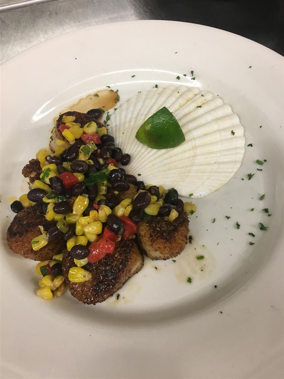 Blackened Scallops with fresh black bean salsa