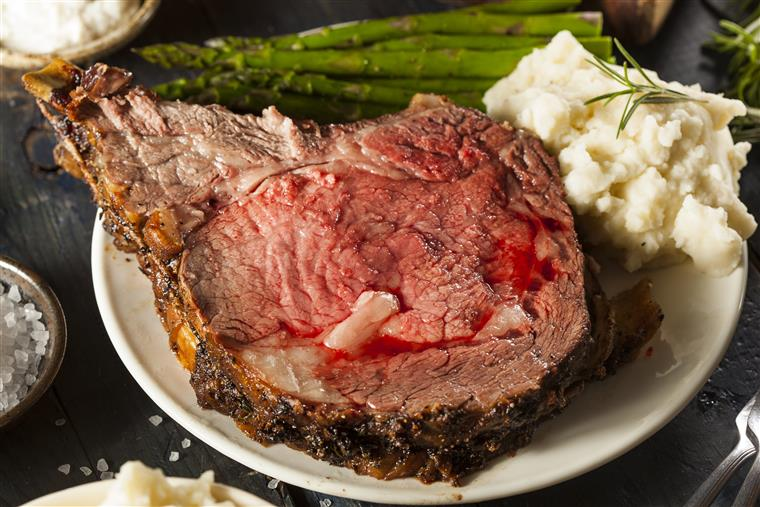 prime rib with asparagus and mashed potatoes