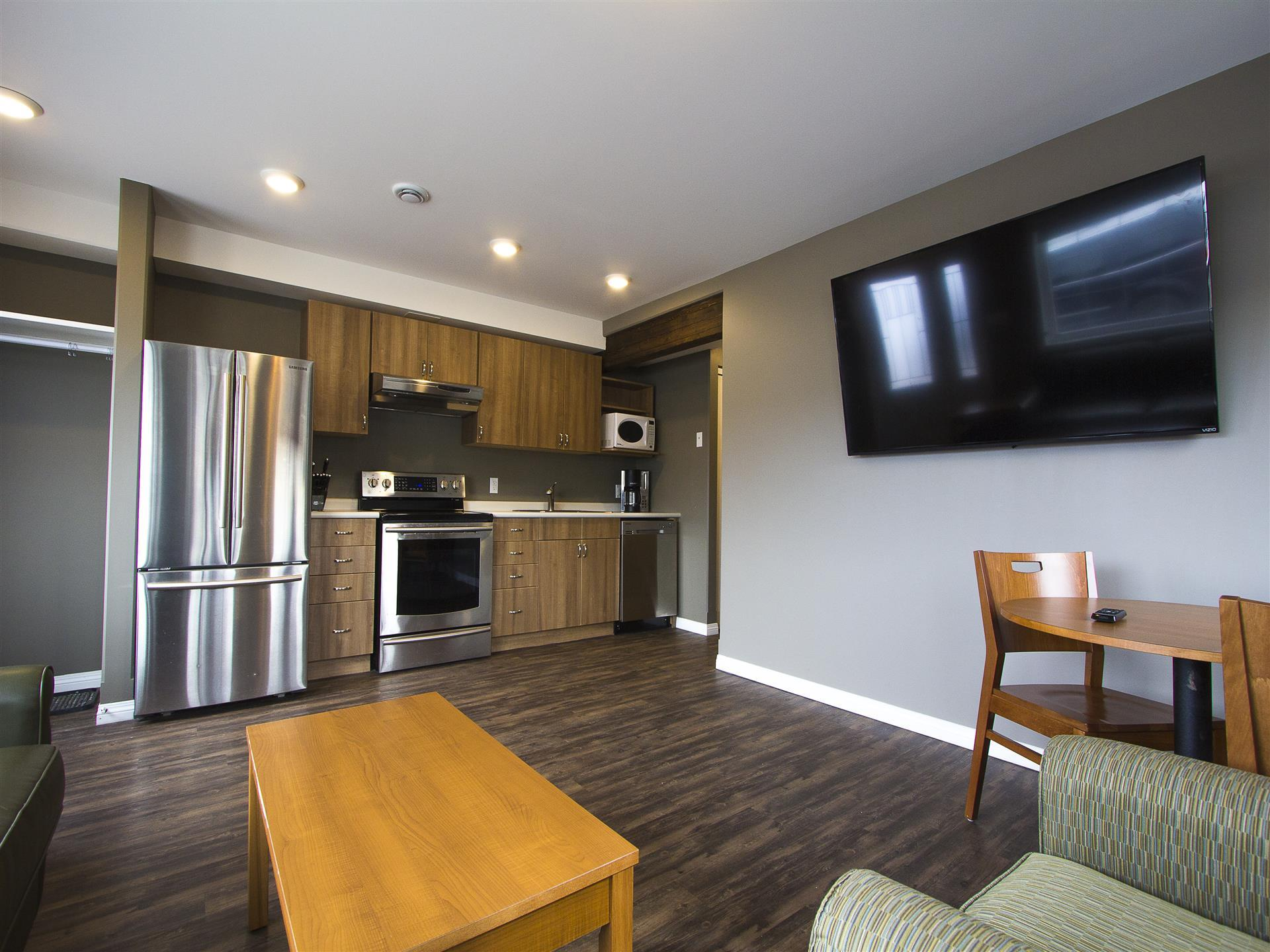 Suite with kitchen appliances and TV