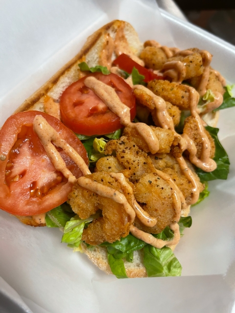 Fried shrimp, tomatoes, with sauce