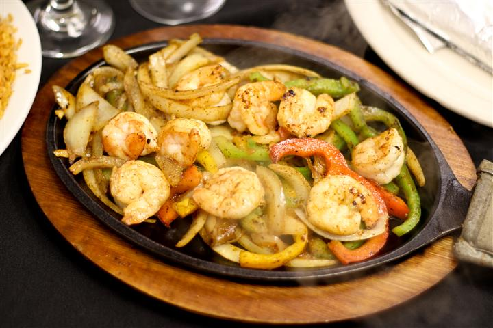 Shrimp, peppers, and onions in a skillet