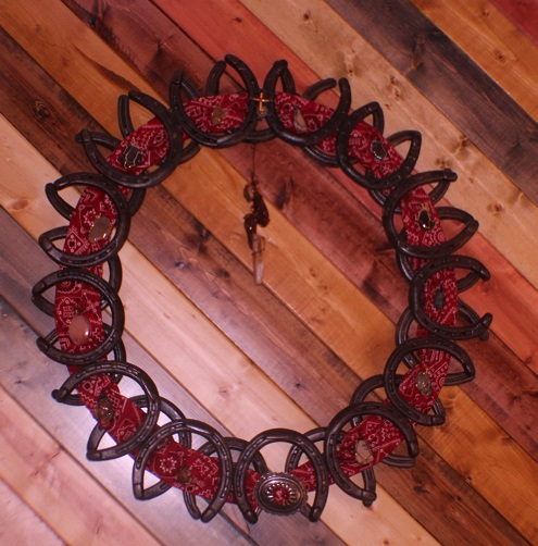 wall art of iron horse shoes