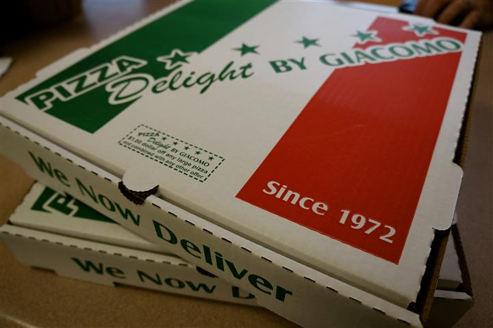 Pizza box with logo and Italian flag