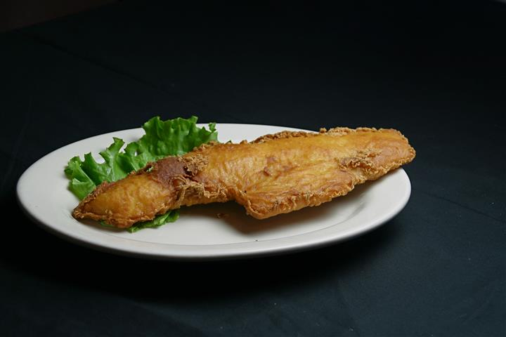 Fried Fish served with lettuce