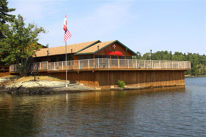 Totem lodge on the shore of the lake