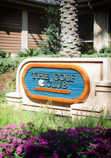 The gol f club welcome sign