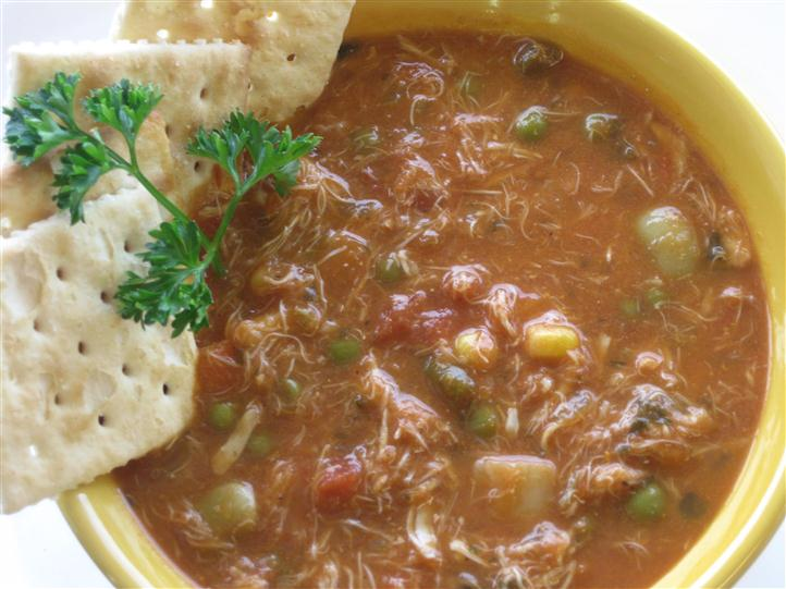 Vegestable stew with saltine crackers