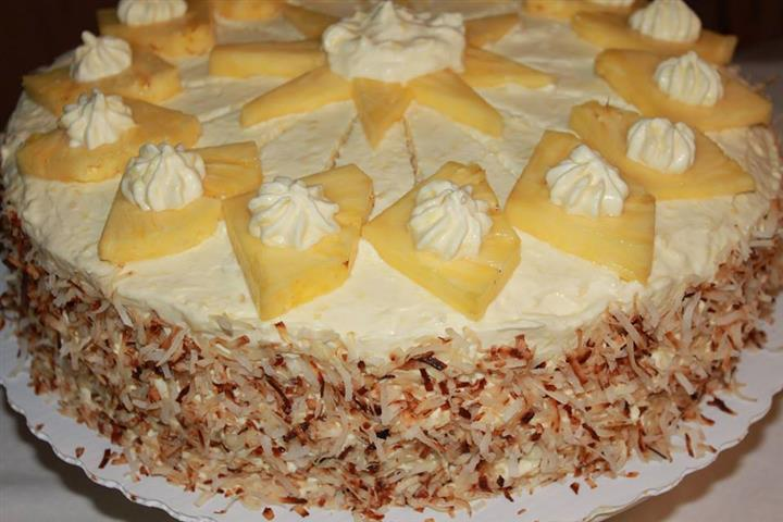 Cake topped with pineapple slices