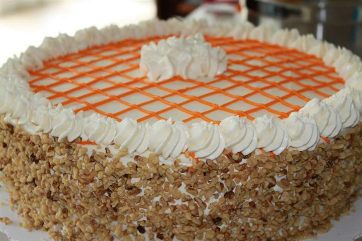 Cake with crumbles around the edges