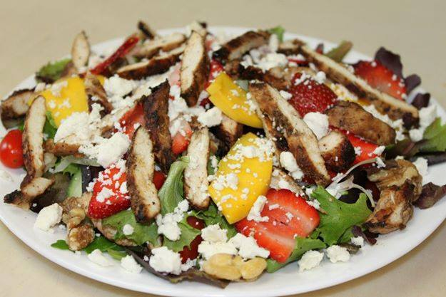 Salad with chicken and feta cheese