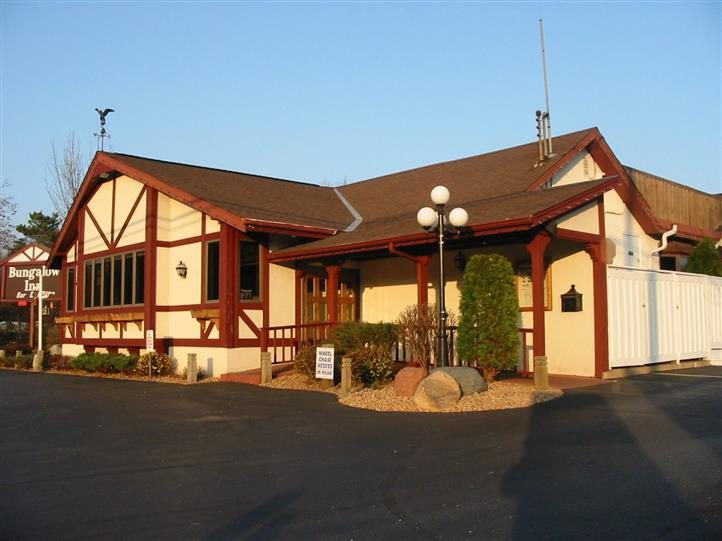 Exterior photo of restaurant and parking lot