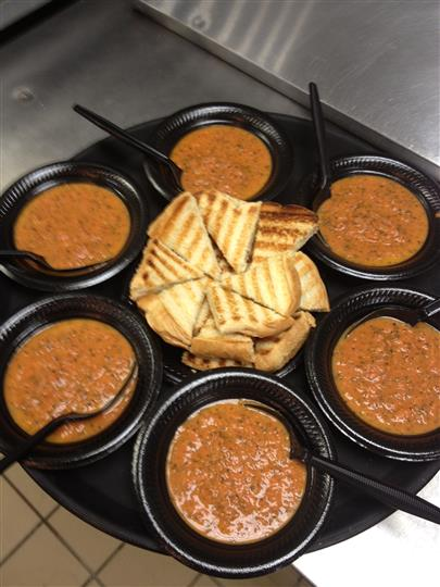 Pita chips and dipping sauce