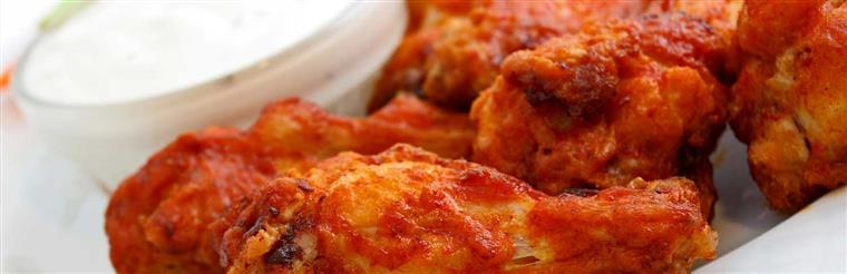 Buffalo wings with blue cheese dressing