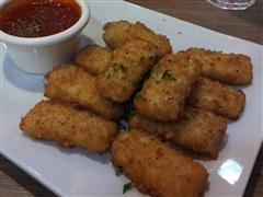 Mozzarella Sticks (6) served with marinara sauce.