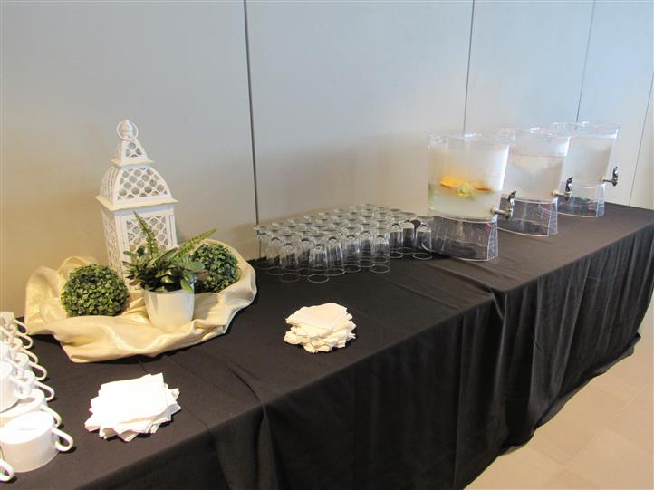 Drink station in a buffet setting