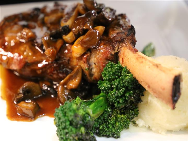 ribs with broccoli and mashed potatoes