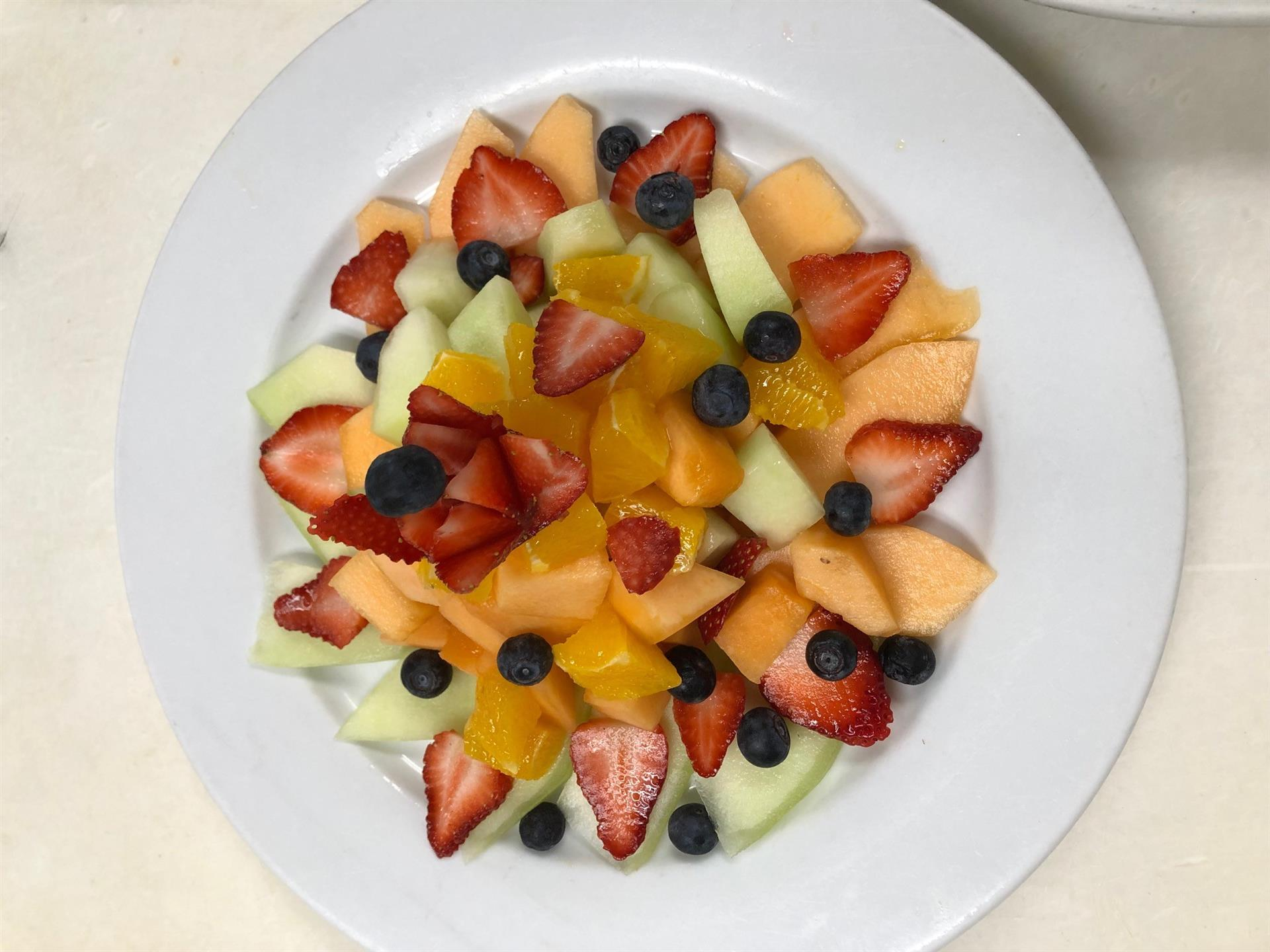 plate of sliced fruit