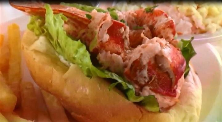 Lobster Roll with lettuce