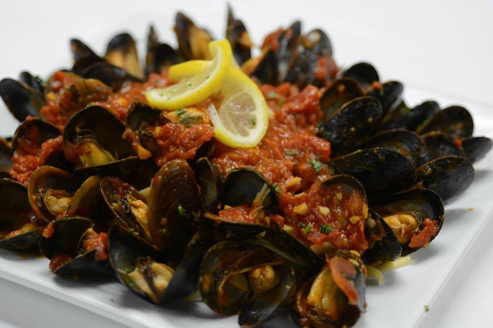 mussells in red sauce