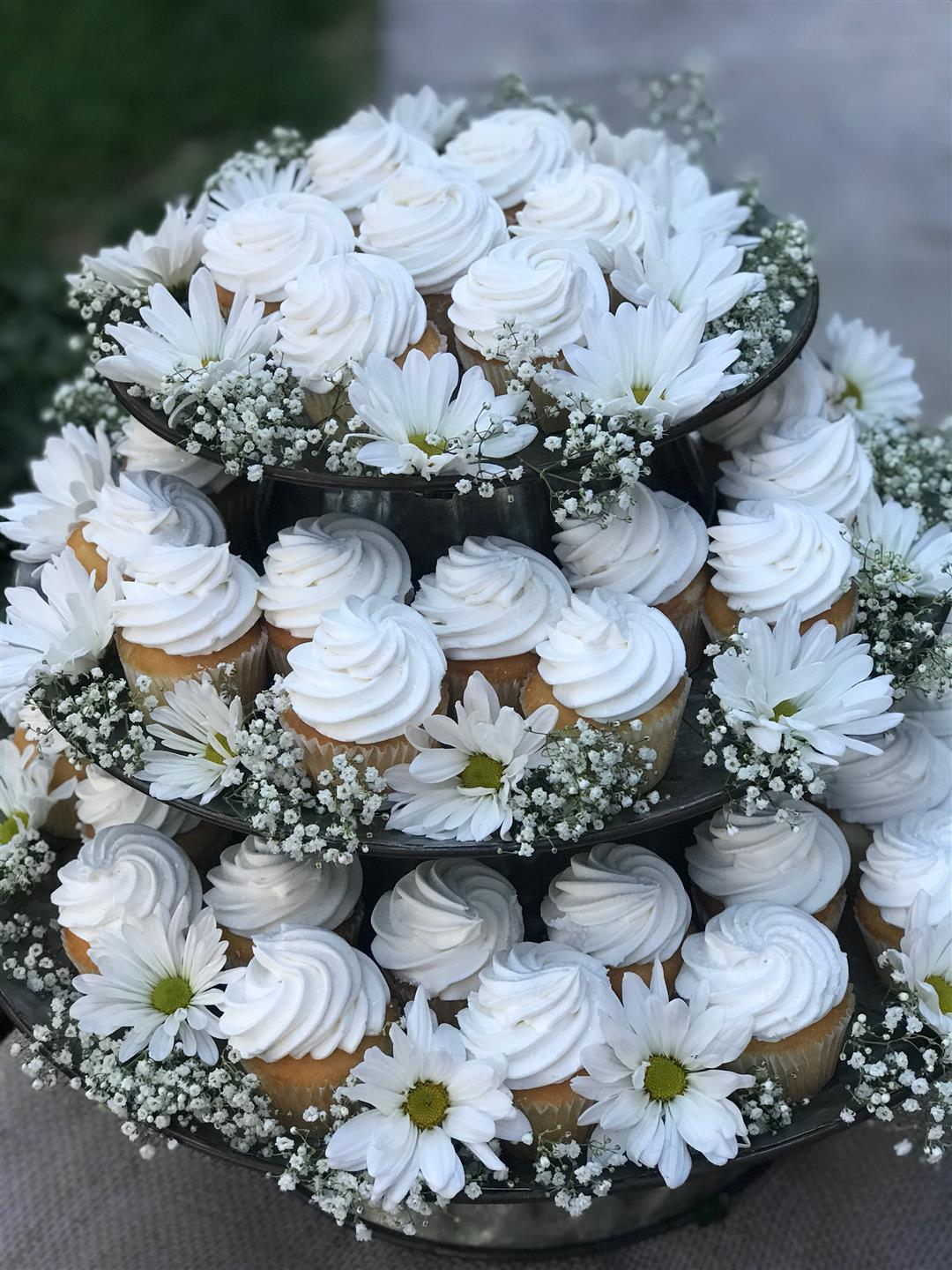 Cupcakes with white frosting, 3 tiers
