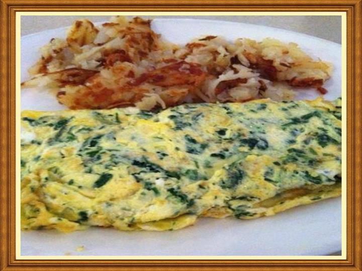 Egg omelette with spinach and a side of hashbrowns