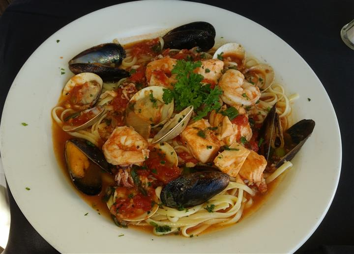 pasta with shrimp and mussels in sauce
