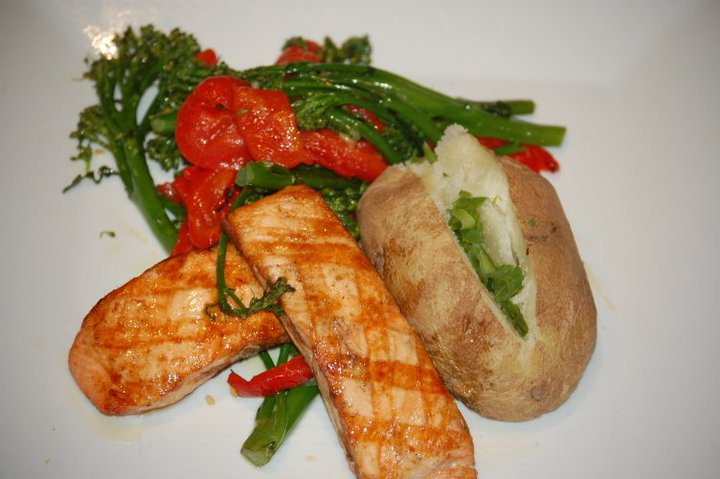 Baked potato with seared chicken and vegetables