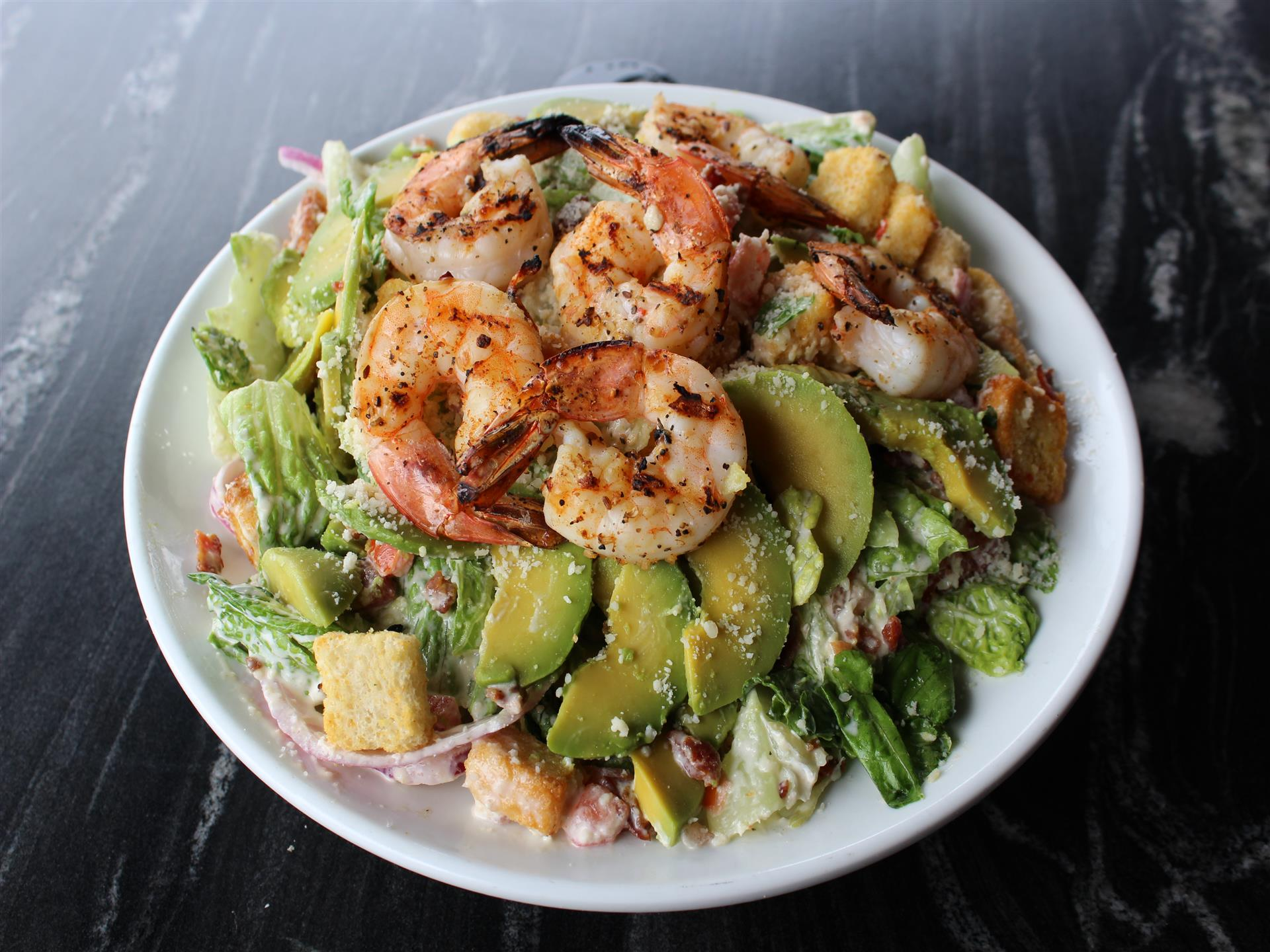 salad with grilled shrimp and avocados