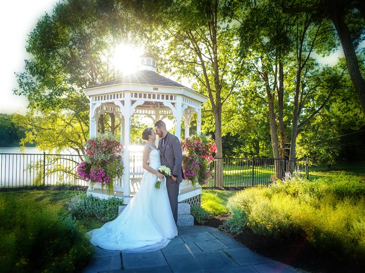 couple kissing in the outdoor gazebo during the day