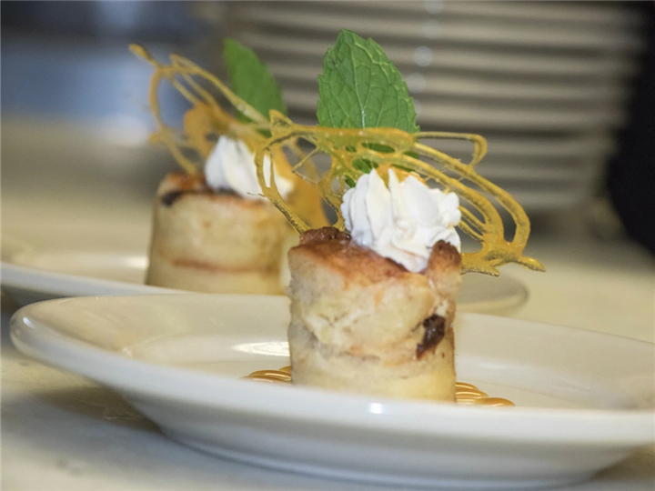 Scallops with decorative topping