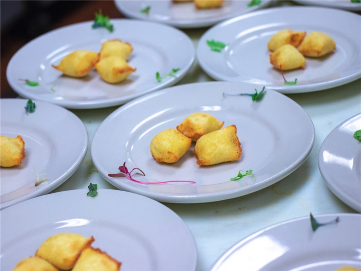 Appetizer on plates, lined next to each other