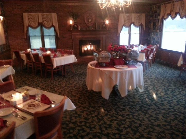 Picture of set-up empty dining room with menus and candles of chestnut hill dining