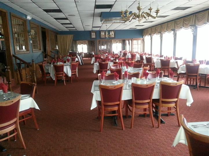 Picture of set-up empty dining room of chestnut hill dining